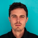 Casey Affleck - colleague of Rachel Brosnahan
